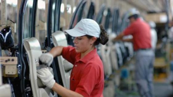 """Mujeres trabajando"". Diciembre 16, 2013. http://ow.ly/wIJx7"